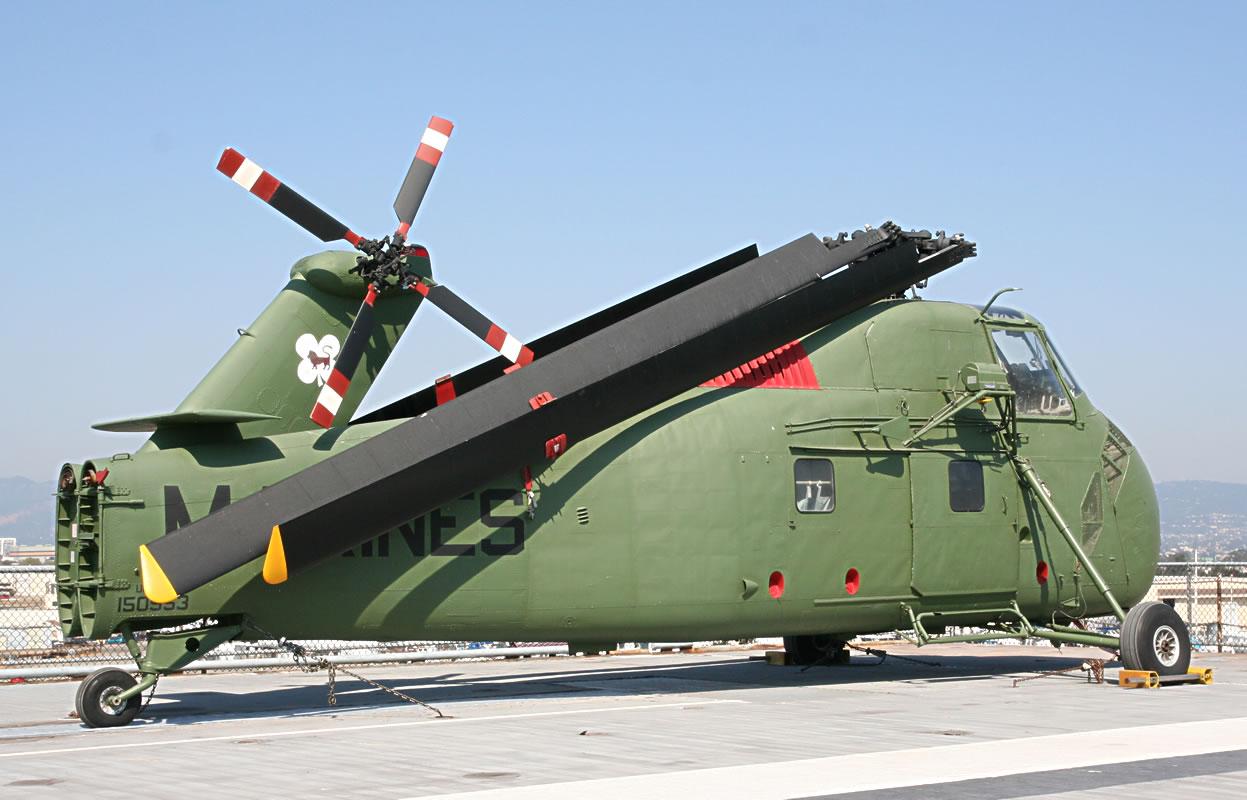 H-34_on_Flight_Deck_b