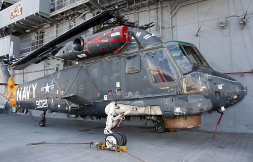 SH-2_on_Flight_Deck_b