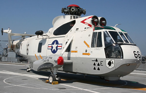 SeaKing66_on_Flight_Deck_b